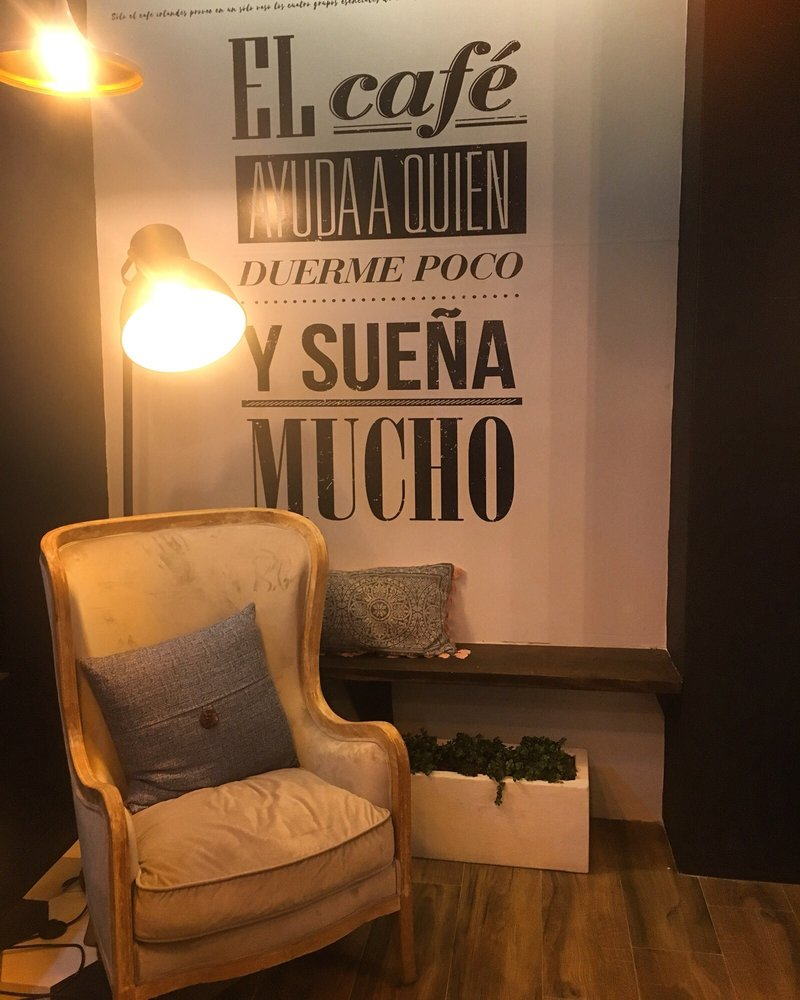 Kmilas Cafe: Calle Sila Gonzalez S/N, Comerío, PR
