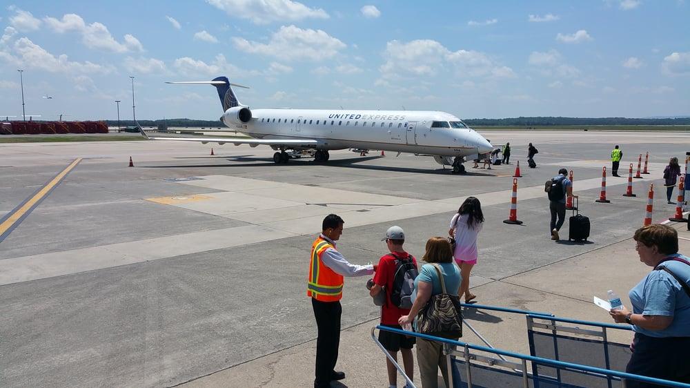 Dulles International Airport - IAD: 1 Saarinen Cir, Dulles, VA