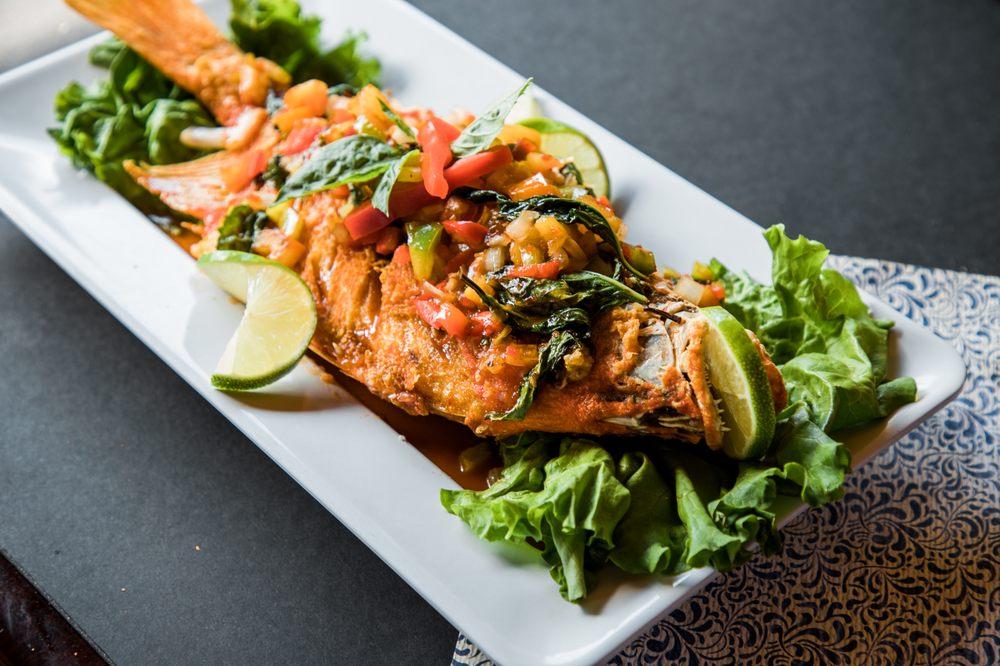 Yum Thai Restaurant: 5511 N W Lp 1604, San Antonio, TX