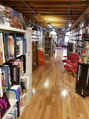 Librairie Bertrand - Bertrand Bookstore