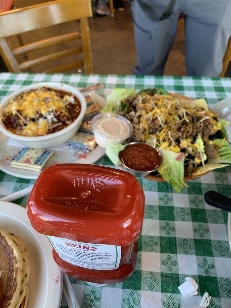 Dick's Uptown Cafe: 610 Uptown Blvd, Cedar Hill, TX