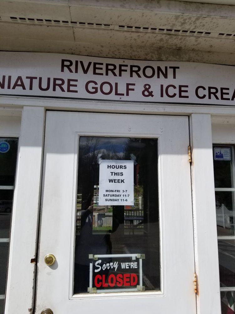 Riverfront Miniature Golf & Ice Cream: 218 River Rd, Unionville, CT