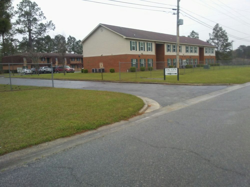 Jac-Lyn Apartments: 517 26th Ave SE, Moultrie, GA