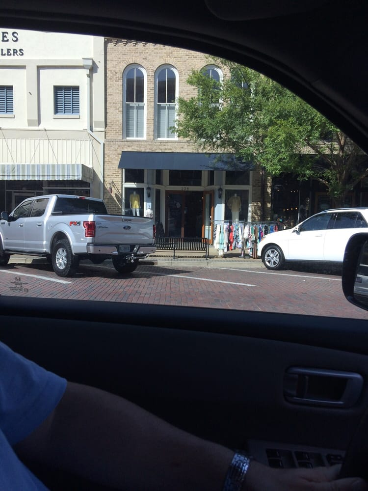 Pink Valise Boutique: 108 N Broad St, Thomasville, GA