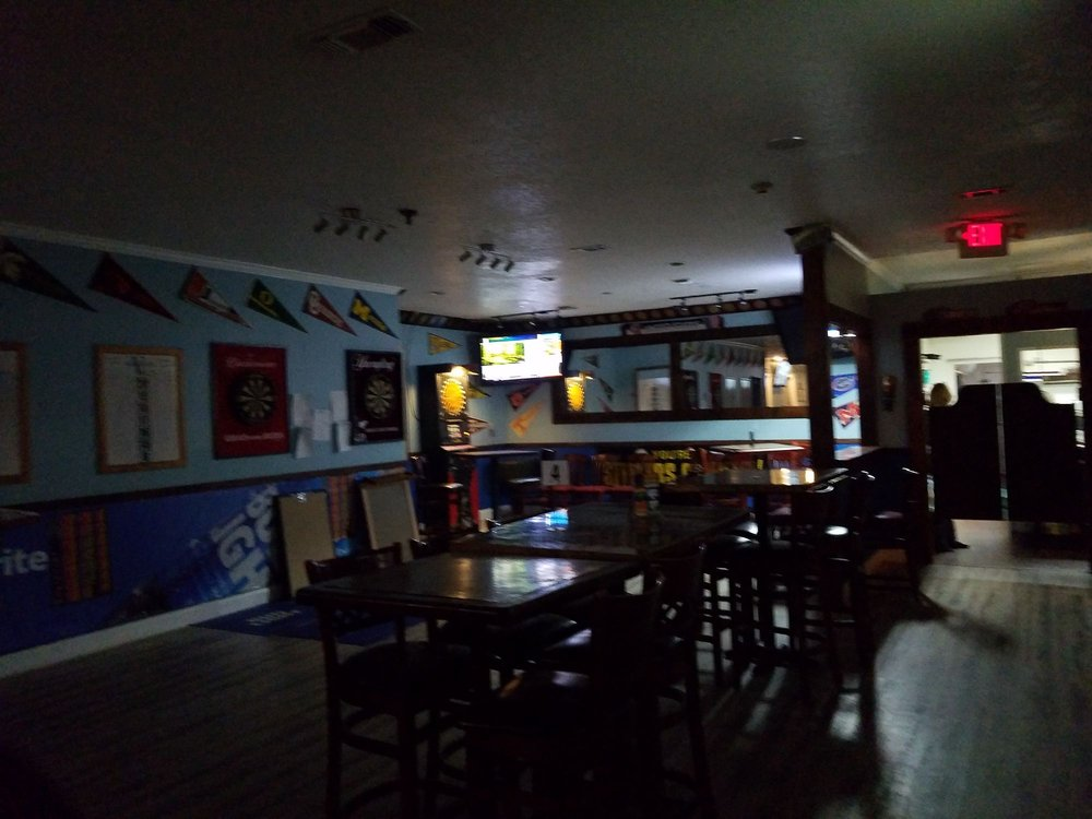 Val's Sports Bar & Grill: 1601 Government St, Ocean Springs, MS
