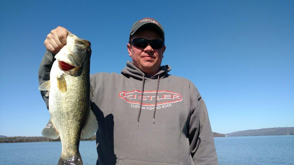 Fish Lake Guntersville Guide Service: 7142 Scottsboro Hwy, Scottsboro, AL