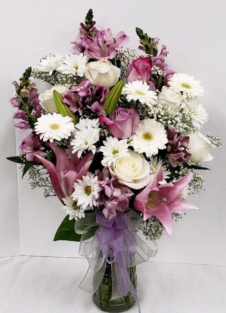 Amanda's Flowers & Gifts: 20928 State Rt 410 E, Bonney Lake, WA