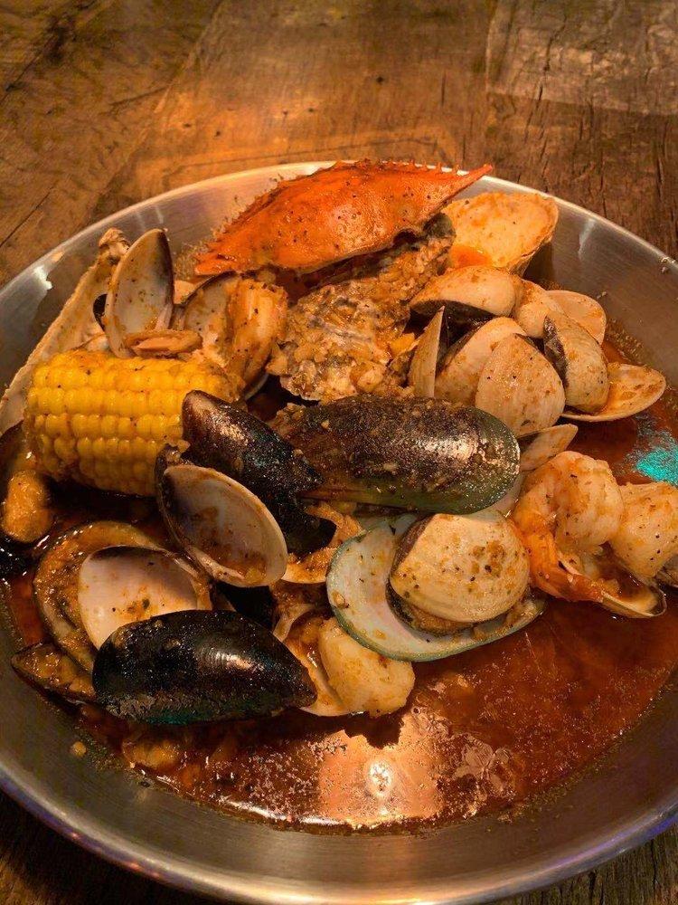 Crab Du Jour Cajun Seafood Restaurant & Bar: 1209 Woodruff Rd, Greenville, SC