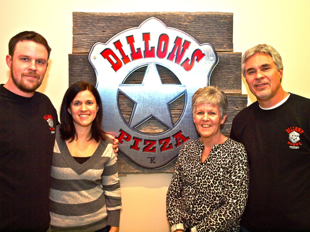 Dillons Pizza: 500 N Dirksen Pkwy, Springfield, IL