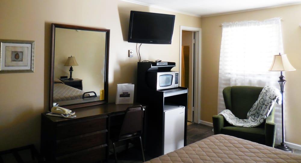 Lamplighter Motel: 101 W Ira St, Marceline, MO