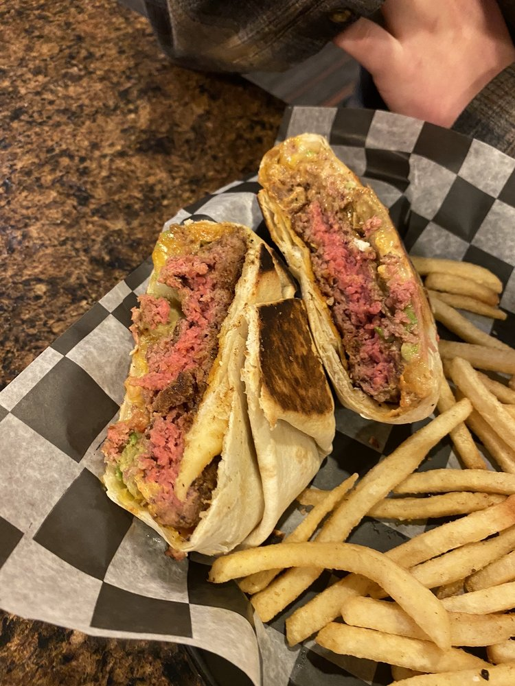 The Cottonwood Grill: 1 Golf Dr, New Ulm, MN