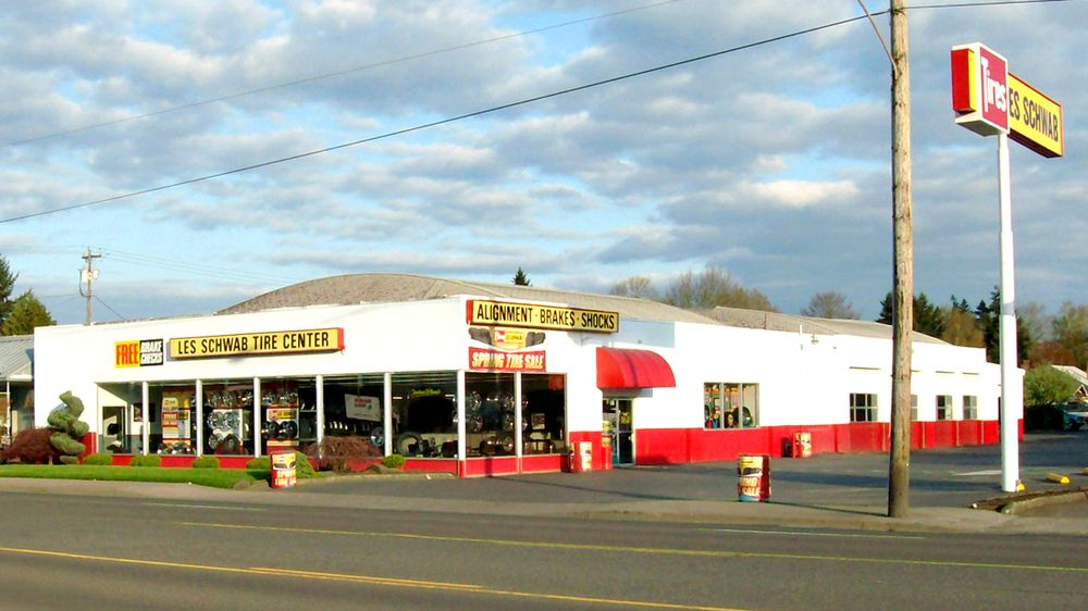 Les Schwab Tire Center: 333 SW 1st Ave, Canby, OR