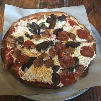 Savannah big sausage pizza