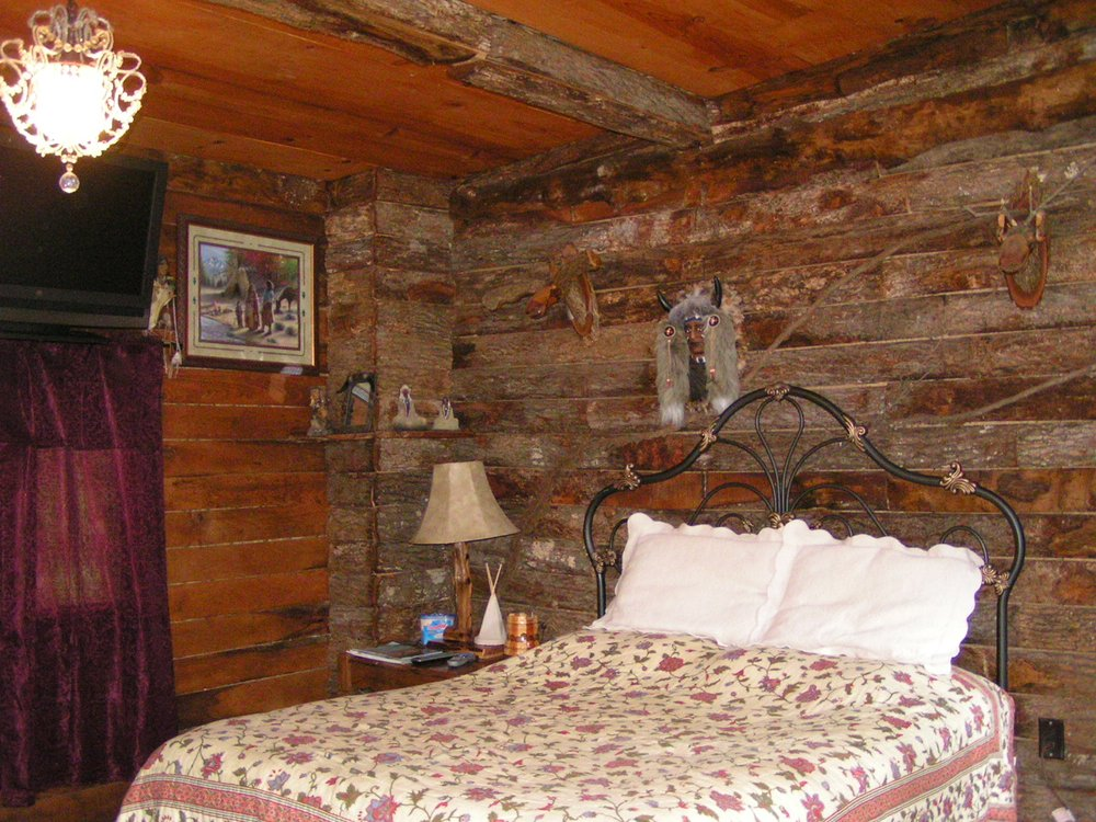Diamond John's Riverside Retreat: 81 Roy Rd, Murfreesboro, AR