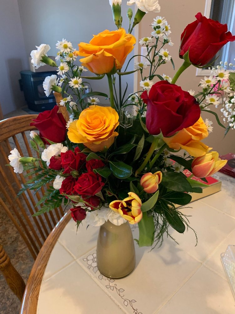 Hestands Floral & Gifts: 813 W 2nd St, Portales, NM