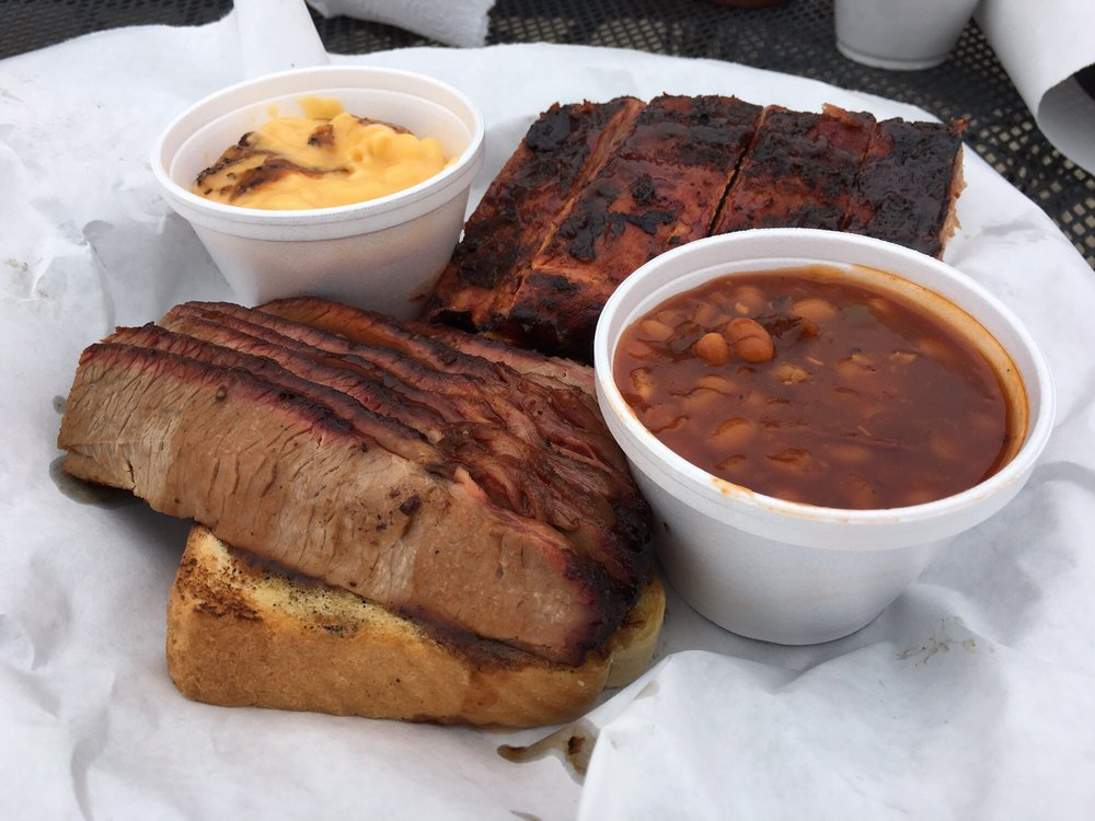 Bo Doogie's BBQ: 531 N Grandstaff, Auburn, IN