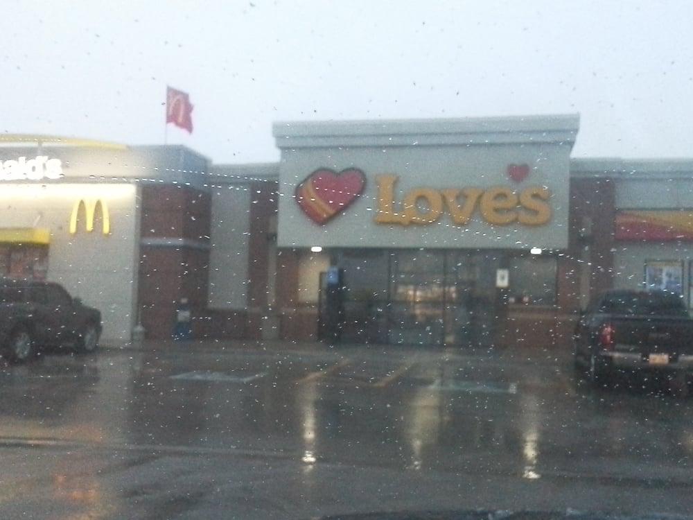 Loves: 602 SW 1st St, Andrews, TX