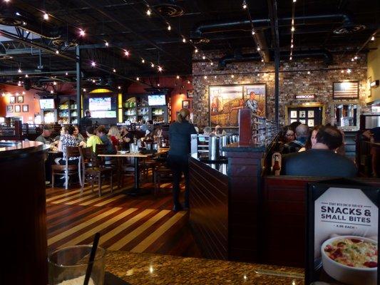 Bj S Restaurant Brewhouse Order Food Online 198 Photos