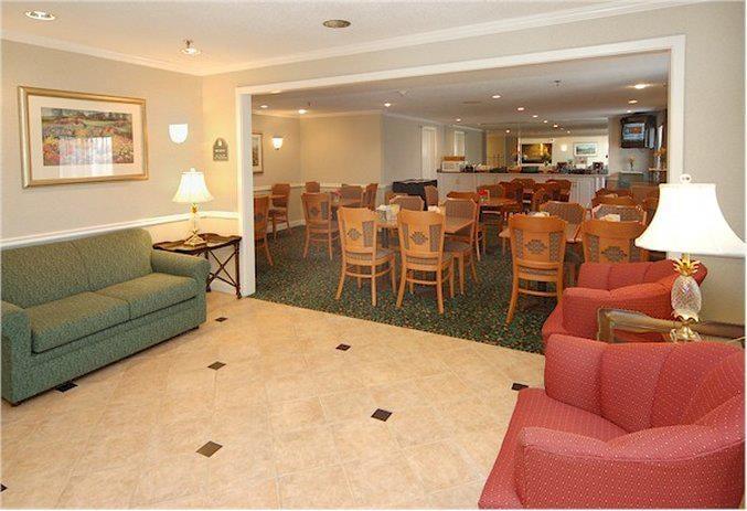 La Quinta Inn & Suites Texarkana: 5102 N State Line Ave, Texarkana, AR
