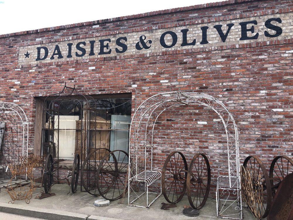 Daisies & Olives: 129 E Buchanan, Prairie Grove, AR