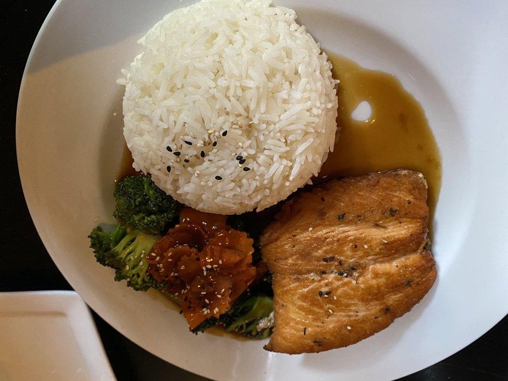 Sen Thai Asian Bistro: 1000 Washington Ave, St Louis, MO