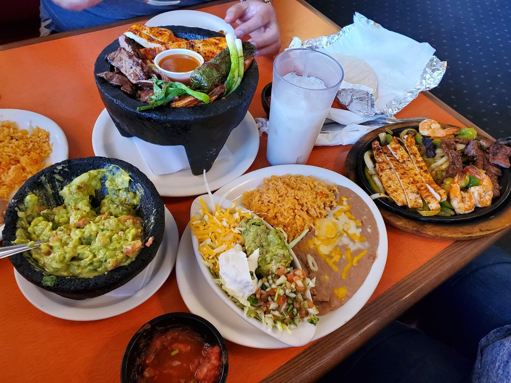 El Tapatio Family Mexican Restaurant: 2502 Fox Run Pkwy, Yankton, SD