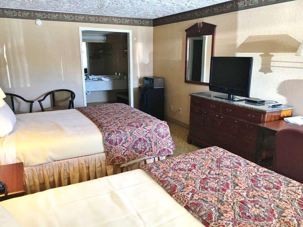 Americas Best Value Inn Longview: 3100 Estes Parkway, Longview, TX