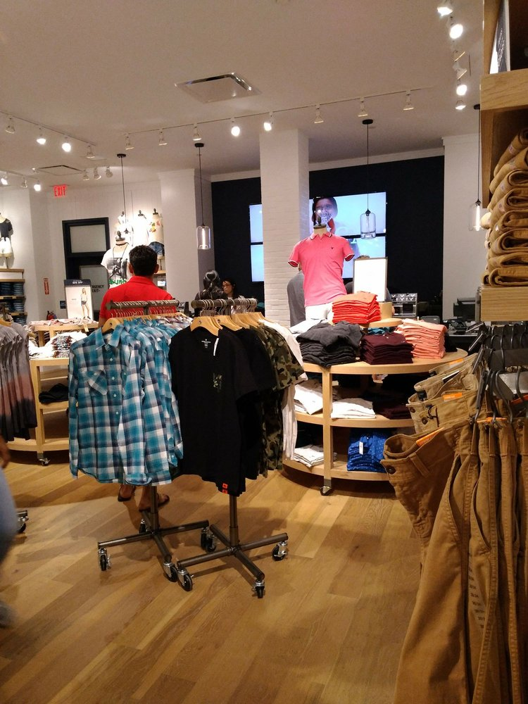American Eagle Outfitters: 21100 Dulles Town Cir, Dulles, VA