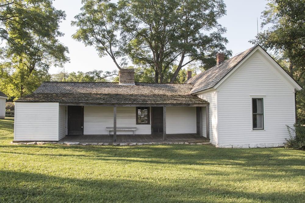 The James Farm: 21216 James Farm Rd, Kearney, MO