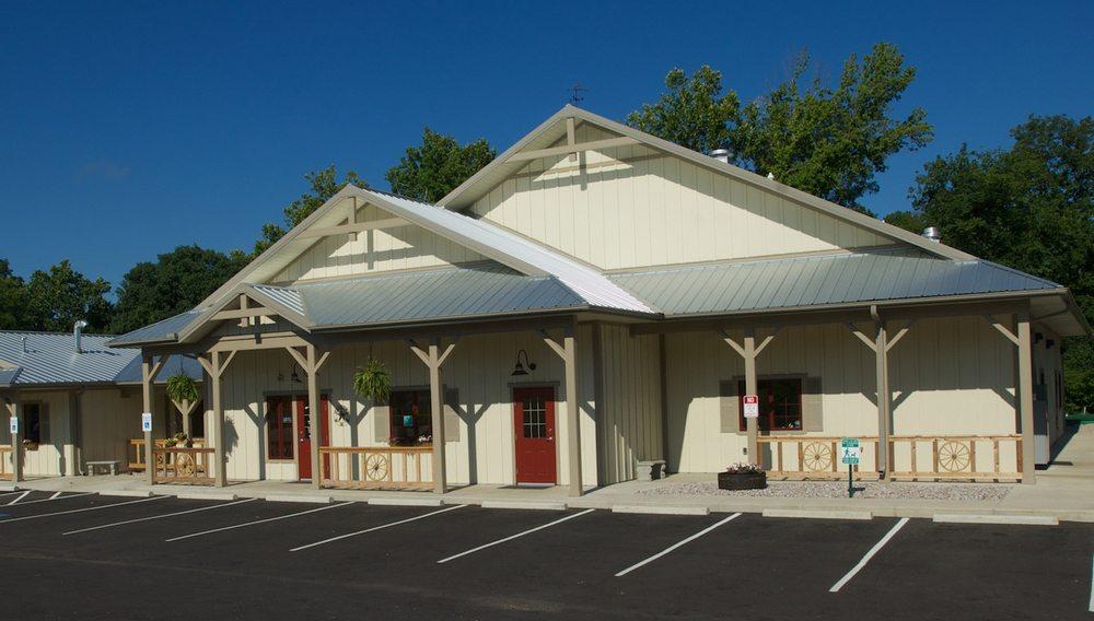 Waggin' Wheel Vet Clinic: 3647 N Hwy 7, Hot Springs Village, AR