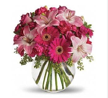 Sandy's Flowers & Gifts: 136 S Peterboro St, Canastota, NY