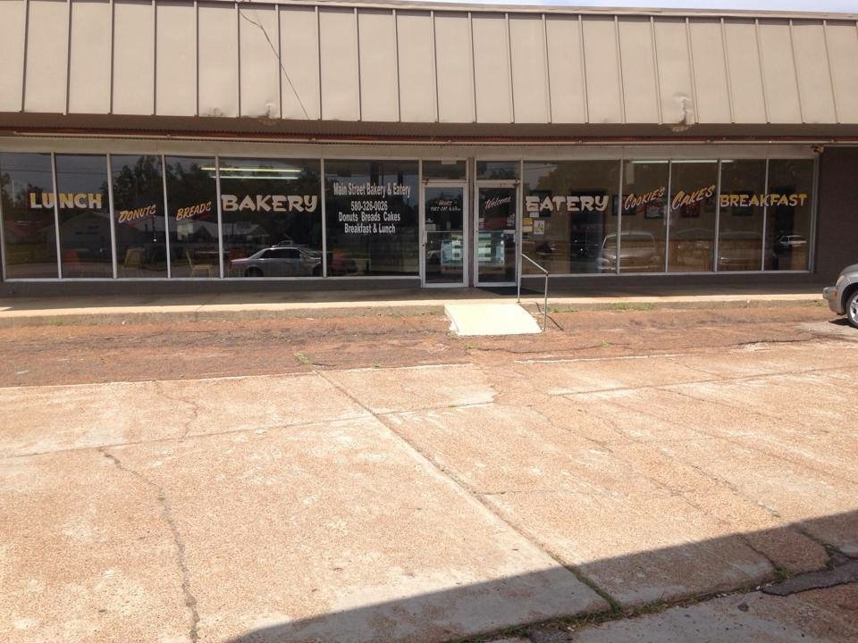 Main Street Bakery: 101 E Main St, Hugo, OK
