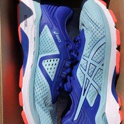 5606e01e3c50f Running Room - Sports Wear - 1068 Grand Ave