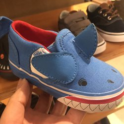 0e320387bb Vans - 10 Photos   26 Reviews - Shoe Stores - 2017 Stoneridge Mall ...