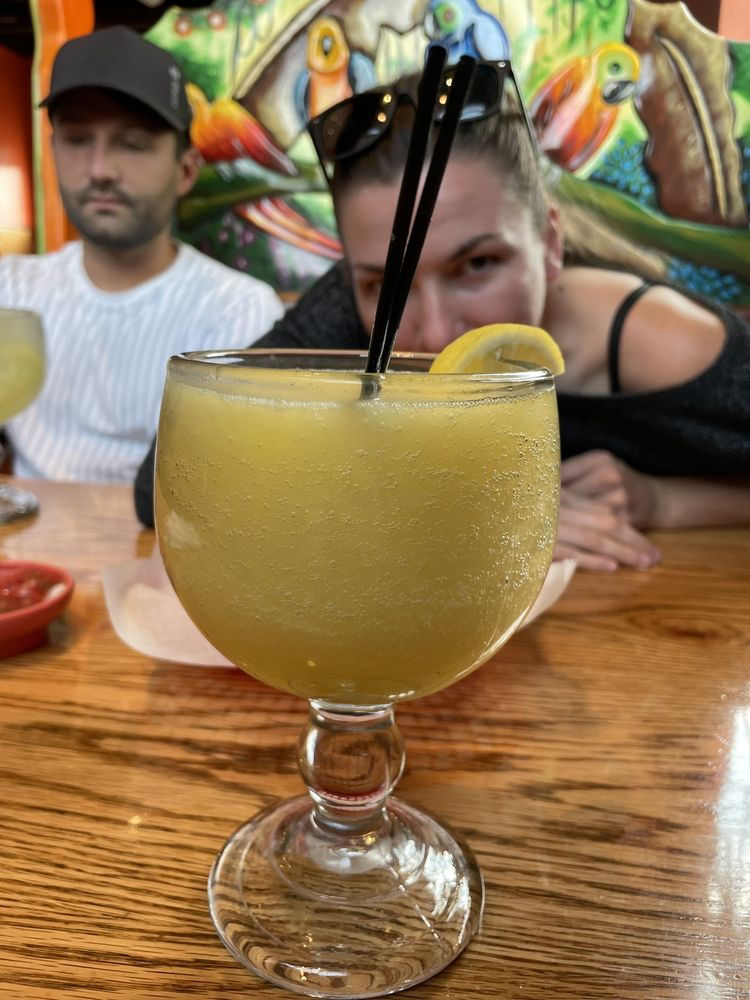 El Loro Mexican Restaurant: 415 N Benton Dr, Sauk Rapids, MN