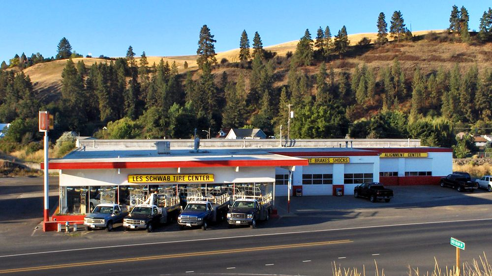 Les Schwab Tire Center: 215 W Walla Walla Hwy, Colfax, WA