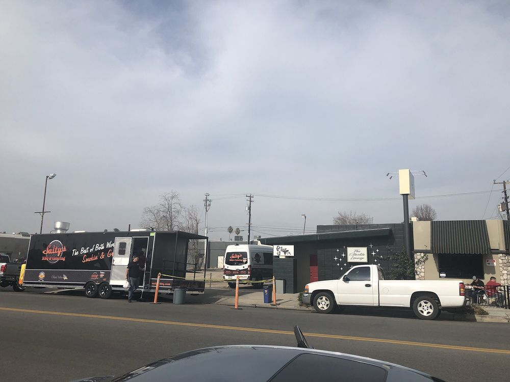 Salty's BBQ - The Food Truck: 702 18th St, Bakersfield, CA