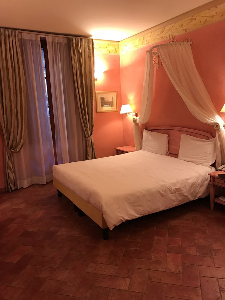 Hotel davanzati 14 foto e 14 recensioni hotel via - La porta rossa film completo ...