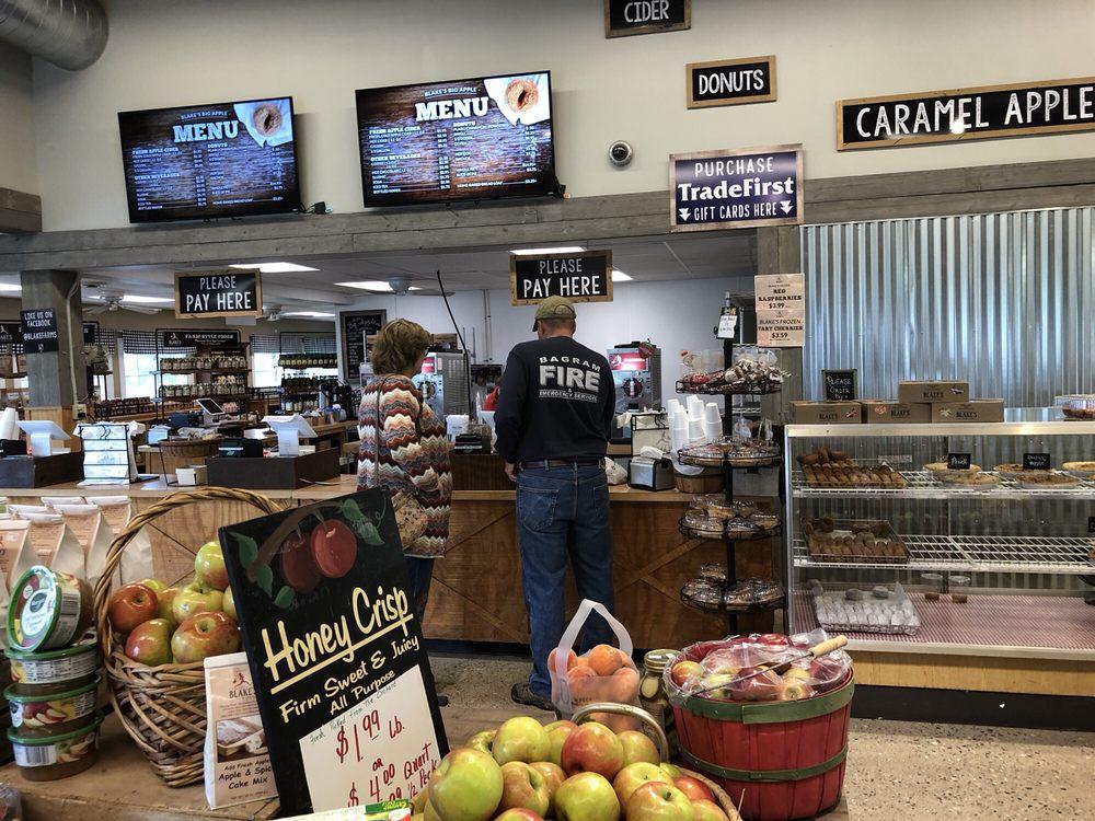 Blake's Big Apple Orchard: 71485 N Ave, Armada, MI