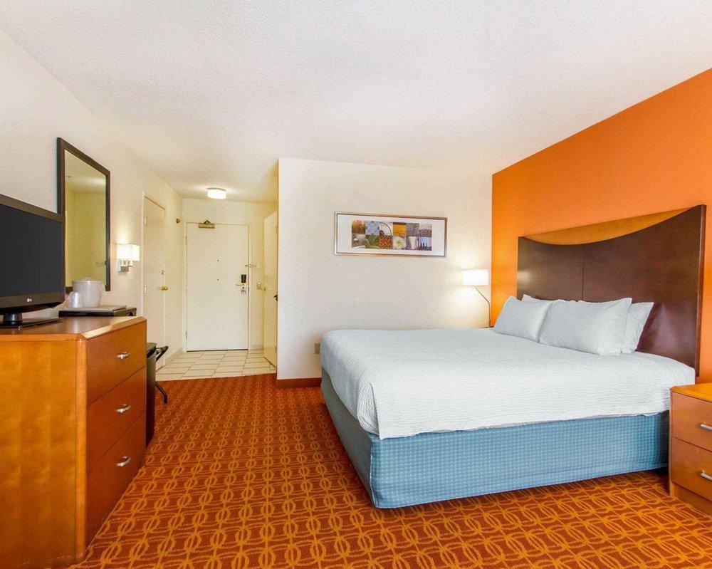 Quality Inn & Suites Keokuk North: 3404 Main St, Keokuk, IA