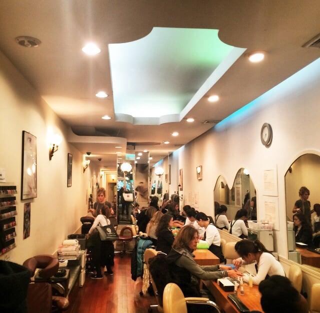 Nice Salon, Well Lit And Comfortable