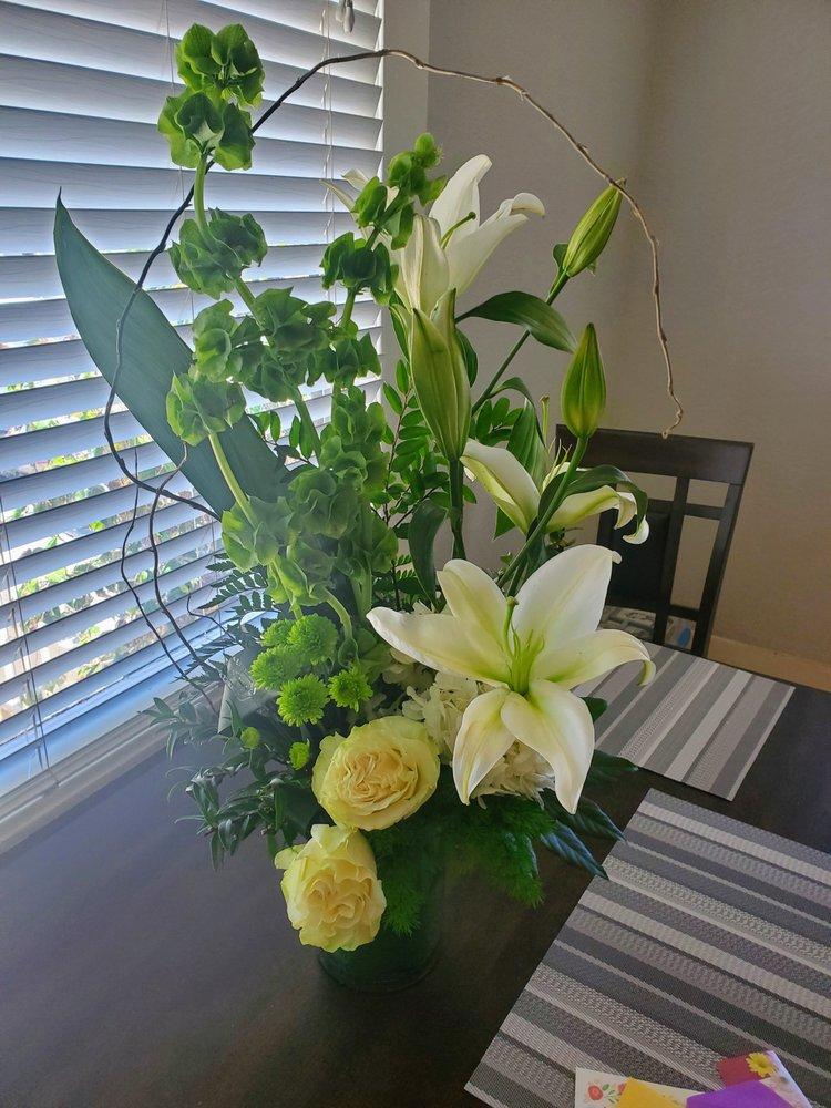 B & B Floral: 1049 Redwood St, Vallejo, CA