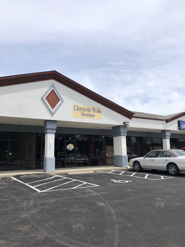 Clemmie & Jo Boutique: 6 Oakley Plz, Troy, MO
