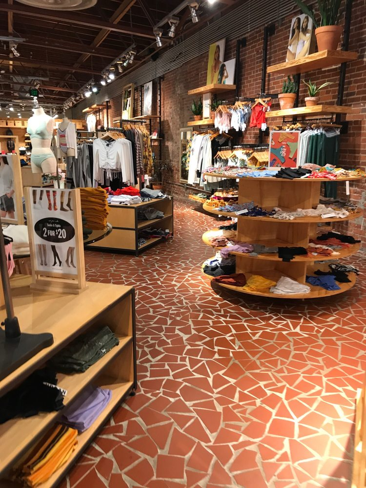 Urban Outfitters: 912 Gervais St, Columbia, SC