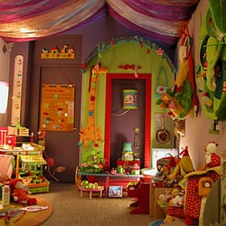 tous contes f es magasin de meuble 8 rue petit st jean montpellier num ro de t l phone yelp. Black Bedroom Furniture Sets. Home Design Ideas