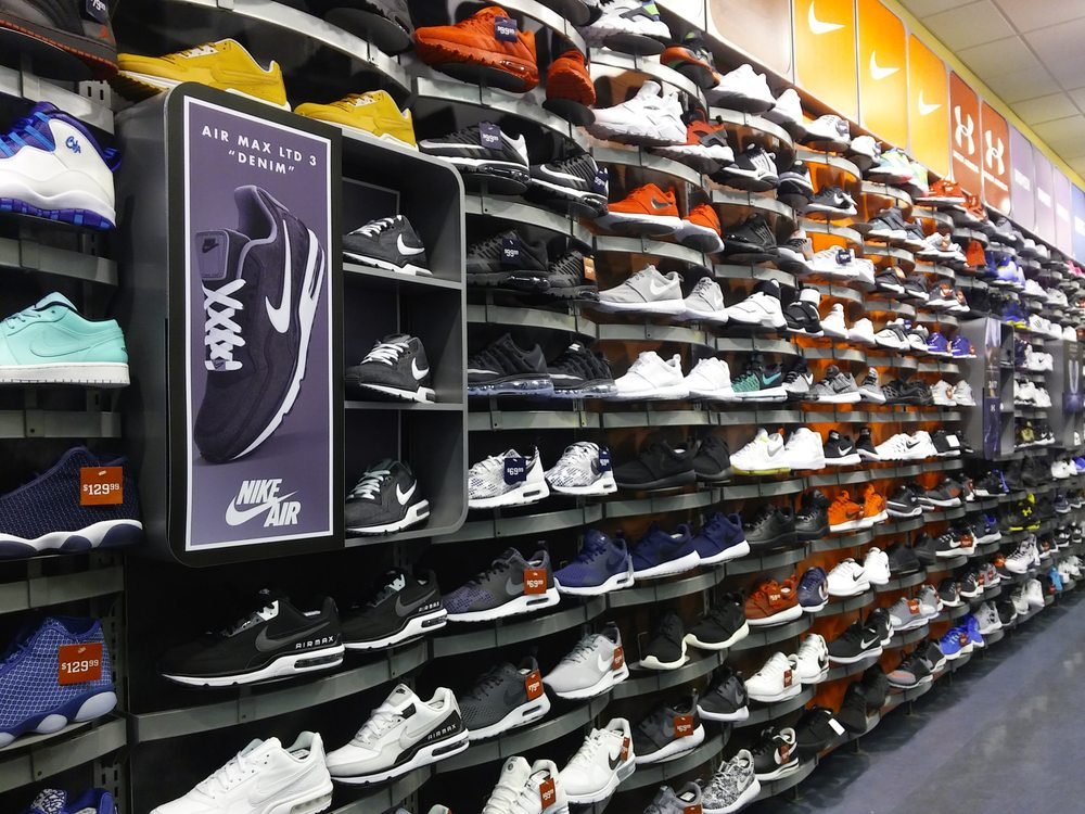 3dfc5a45342984 Champs - 16 Reviews - Sporting Goods - 6048 Sunrise Mall