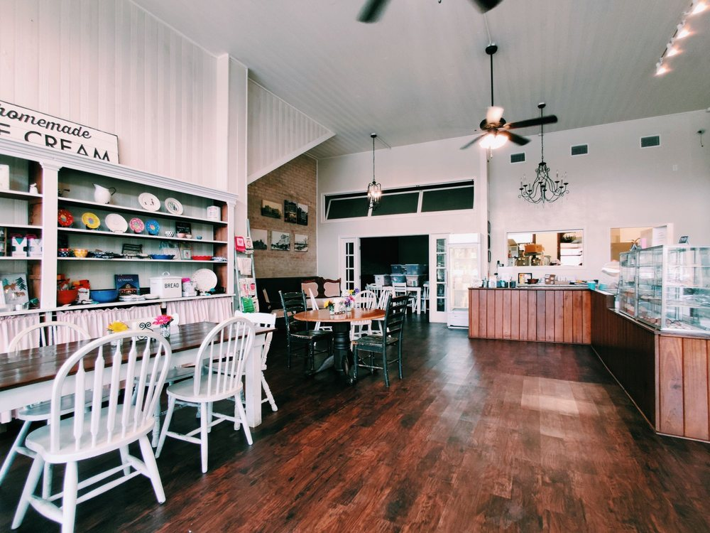 Sweet B's Dessert Boutique: 521 St Joseph St, Gonzales, TX