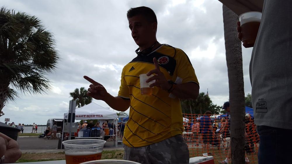 Burger and Beer Throwdown Festival: 122-182 Veterans Memorial Ln, Safety Harbor, FL