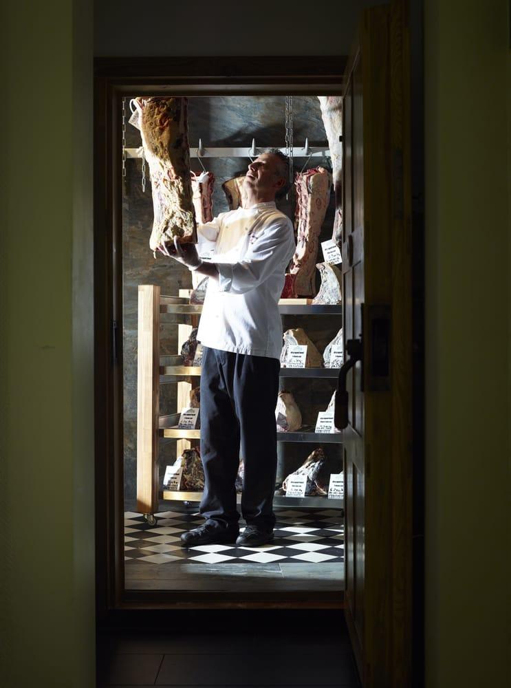 Küchenchef Marcel Mansour Benn im hauseigenen Aging Room - Yelp