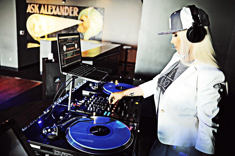 DJ Miss Mixx